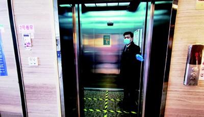 探访新都心商圈写字楼:电梯设六宫格限乘 餐饮外卖全部预约