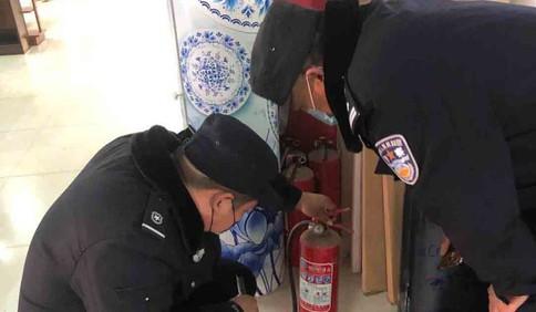 加强九小场所消防安全检查 白埠派出所民警在行动
