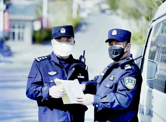 """抗疫闪耀""""警察蓝"""" 青岛3万多名民警,辅警全力投入防控疫情图片"""