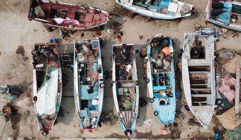 红岛渔港码头:老手艺修渔船