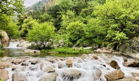 雨后的九水瀑布飞流直下 九水游览区进入全年最佳观赏期