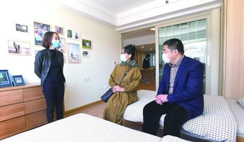 青岛市人大代表、市政协委员实地调研 为养老产业发展建言献策