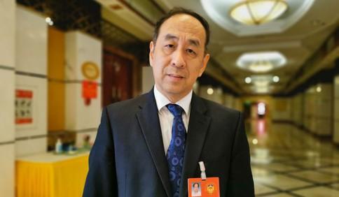市政协委员覃川:在青高校加强数字人才培养 助力工业互联网之都建设
