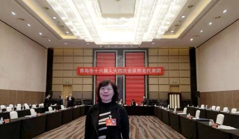 青岛市人大代表亓蓉:完善人民陪审员制度 弘扬司法民主