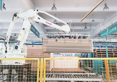 海信家电产业园:寥寥数人24小时可产洗衣机6000台