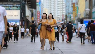 """青島臺東步行街折桂而歸 """"國字號""""步行街如何落地生花?"""