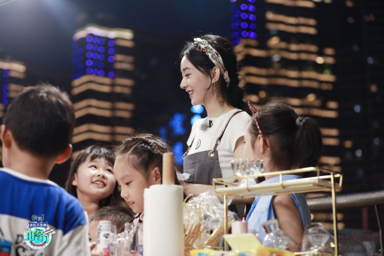 """烟台手机靓号黄晓明赵丽颖走心演唱《中餐厅4》主题曲 演绎不一样的""""中国味"""""""