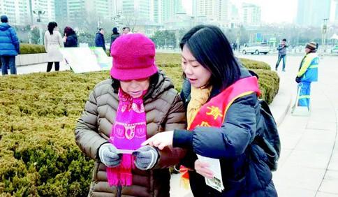 青岛120急救中心调度员杨佳珺:每天接听300个电话是常态