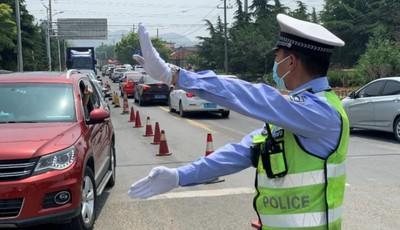 城阳交警发布中秋、国庆假期出行提示:错峰出行 避开汹涌人潮与车潮
