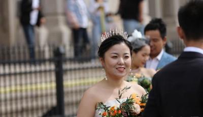 中秋国庆长假期间 许多新人来青岛热拍婚纱照