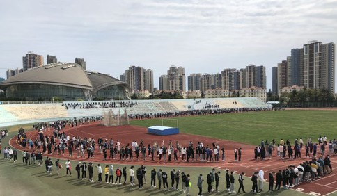 北京检测人员星夜驰援 助力青大六万师生完成核酸检测