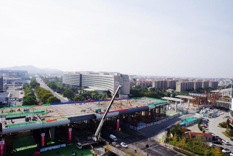 青岛新机场高速连接线项目跨黑龙江路钢构桥顺