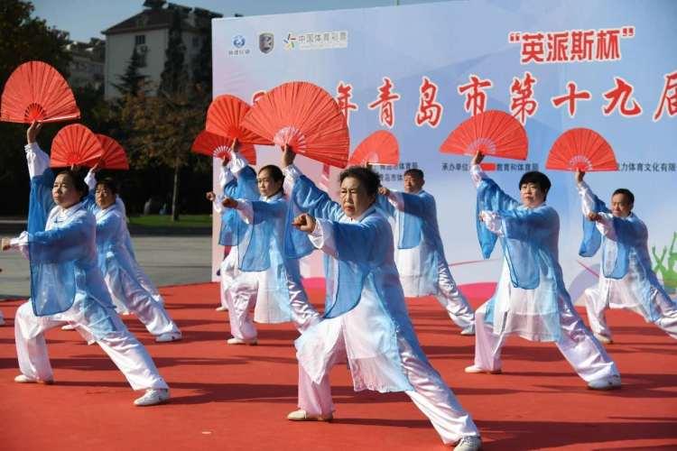 太极功夫扇舞出健康 青岛市第十九届社区健身节走进李村公园