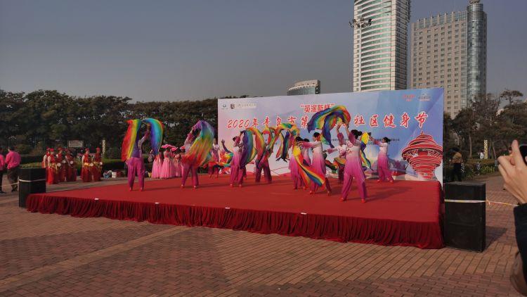 青岛健身节健身舞比赛走进社区 市民们舞出时尚青春风采