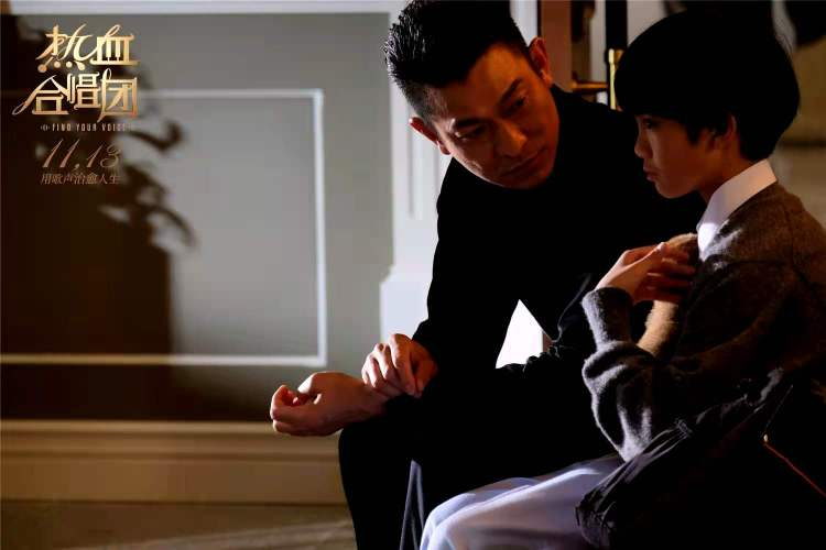 和小朋友一起拍《热血合唱团》 刘德华:青春没有离开过我