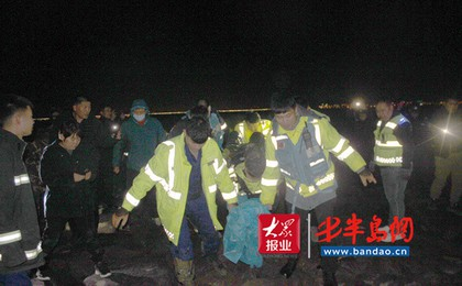 胶州:滩涂赶海深陷淤泥,4小时警民联动上演生命...