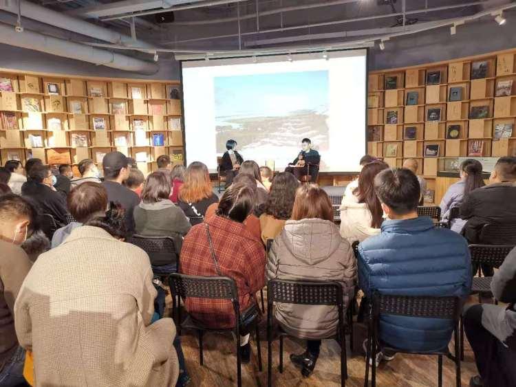 """青年作家刘子超来青岛分享《失落的卫星》 讲述""""离海最远的故事"""""""
