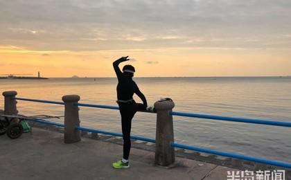 运动的早晨:青岛音乐广场附近不少市民锻炼健身