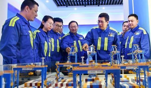 """政前方丨向""""连钢创新团队""""学习,做自主创新的生力军"""