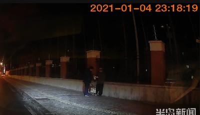 六旬老人深夜摔倒在路中央,青島公交乘務員的這波操作暖了……
