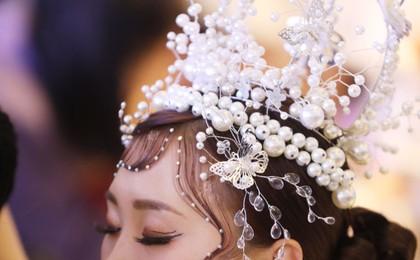 青岛:化妆师大比拼 模特光彩动人