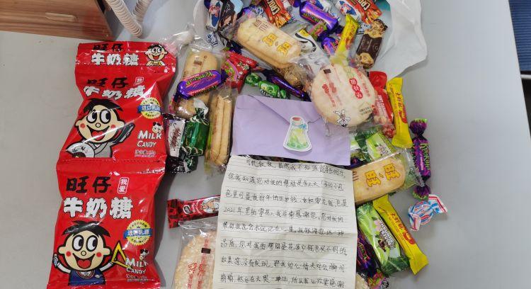 青岛萌娃给公交司机手写感谢信 背后故事很暖心