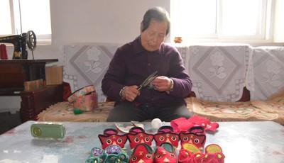 老民俗,闹元宵|即墨82岁老人坚守老手艺 手工缝制老虎鞋