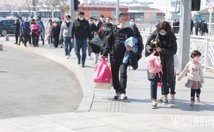 青岛:清明假期最后一天 返程客流现小高峰