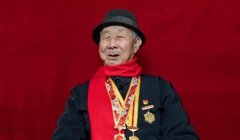 丹心一片 风华百年|94岁老党员王仪亭:18岁上阵杀敌 九旬成志愿者