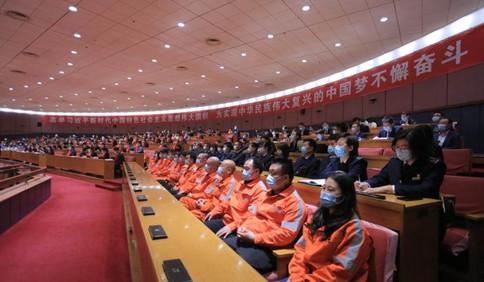 向他们致敬!青岛152名劳动模范、48名先进工作者受表彰