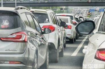 节后首个工作日 你被堵路上了吗?