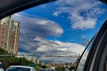 青岛:云层铺成鱼鳞状 清风吹来好舒畅