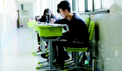 """青岛37090名考生""""跃龙门"""" 高考涉考工作人员""""应接尽接""""接种疫苗"""