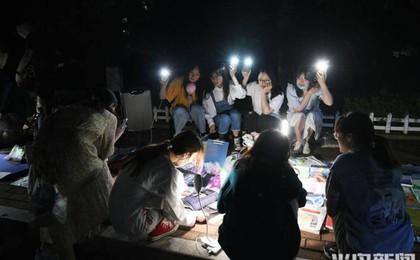 青岛大学里的跳蚤夜市