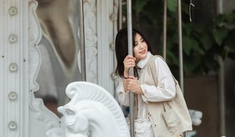 端午节小长假青岛迎来大批游客:她们的笑容绽放在青岛的夏天