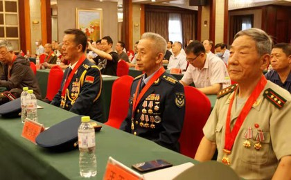 """潍坊市军休中心举办""""光荣在党50年""""纪念章颁发仪..."""