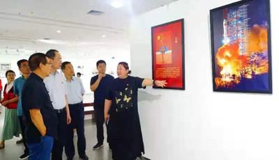 """""""永远跟党走""""——庆祝建党100周年红色影像大型摄影展在崂山区开幕"""