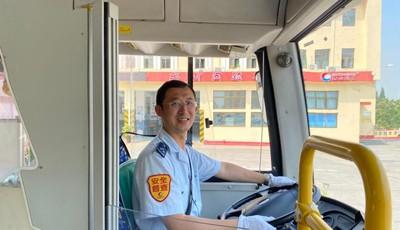 80后公交司机获评省级优秀共产党员,让党徽在十米车厢闪光