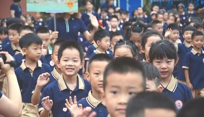 """学生、家长、教师代表共话""""五项管理"""",青岛新世纪市北学校举行新学期开学典礼"""