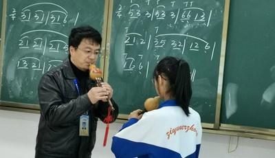 老师您好|从青岛远赴贵州协作帮扶的潘宁:自费上万元为孩子们购置葫芦丝