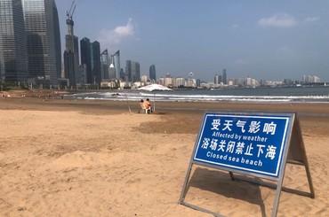 风大浪急,青岛第三海水浴场封闭