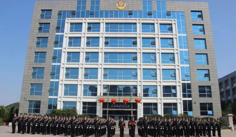 李沧公安隆重举行国庆升旗仪式 热烈庆祝中华人民共和国成立72周年