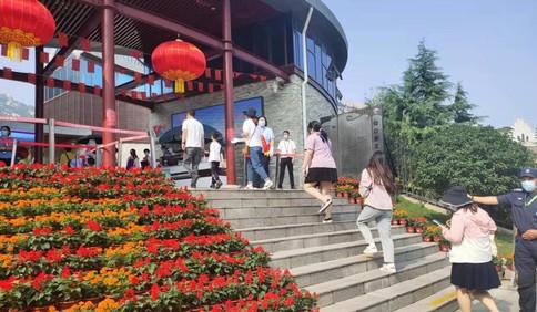 """中国红·齐鲁行丨纳客3.95万人次!假期第二天,青岛市民""""无痕""""游崂山"""