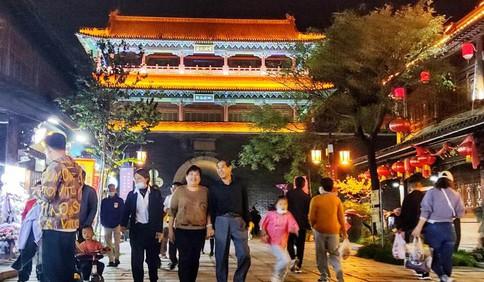 中国红·齐鲁行丨入夜华灯古城美:青州古城大量游客享假日时光