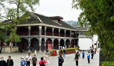 新华全媒+丨国庆假期红色旅游热