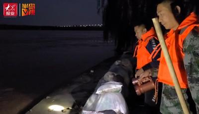 """【视频】夜访""""守河人"""":黄河边上搭帐篷 24小时值守"""