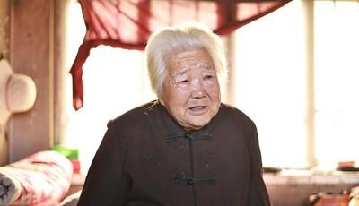 胶州百岁老人接生42年 3000多新生命经她手来到人间