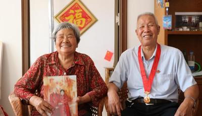"""家里住着喜鹊的张忠彬和万秀敏老人 结婚56年见证乡村""""改头换面"""""""