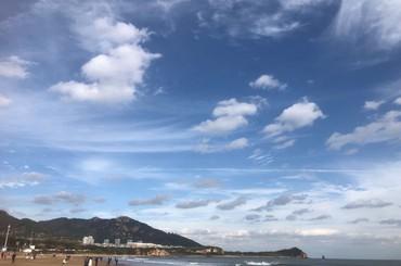 """青岛:大风吹出""""明镜""""天"""
