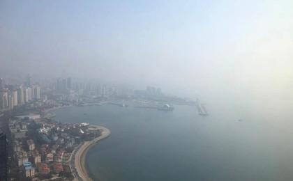 青岛沿海雾蒙蒙